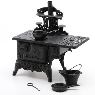 Boyds Bears & Friends Miniature Cast Iron Stove with Pots and Pans