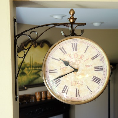 """Iron """"Victoria Station 1747"""" Double-Sided Wall Clock"""