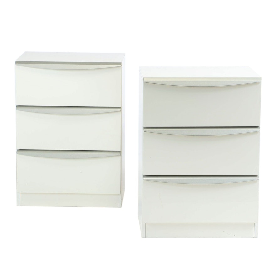 Pair of SanGiacomo Modernist Style White Gloss Lacquer and Silver Bedside Chests