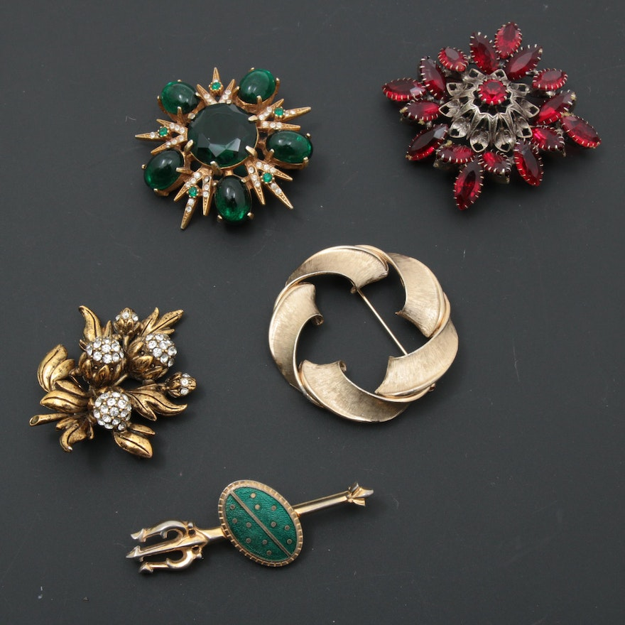 Vintage Brooch Collection Featuring Hollycraft and Pastelli