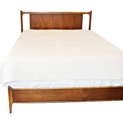 """Broyhill Premier, Mid Century Modern Walnut """"Brasilia"""" Queen Size Bed Frame"""
