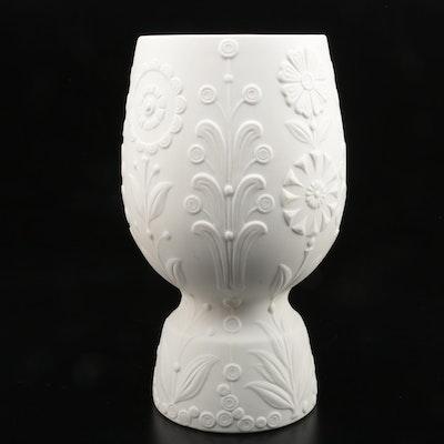 Lladró White Porcelain Vase Designed by Julio Fernández, 1971–1974