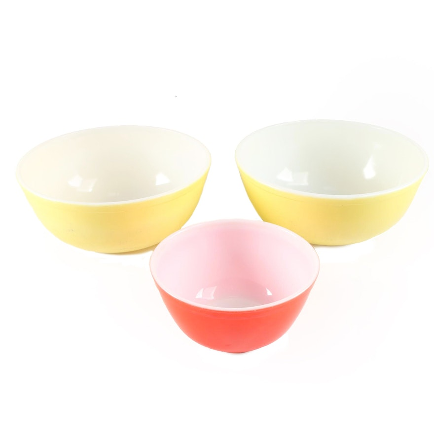 """Pyrex Yellow and Red """"Primary Colors"""" Glass Mixing Bowls"""