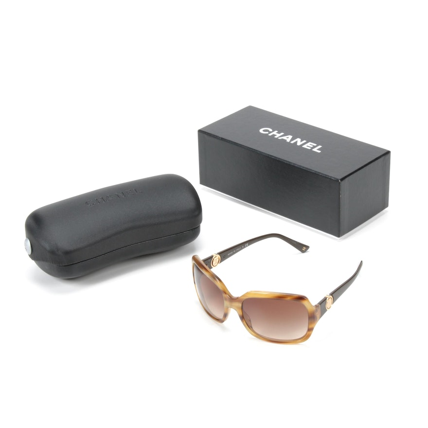 Chanel 5147 Tortoise and Enamel Logo Sunglasses with Case