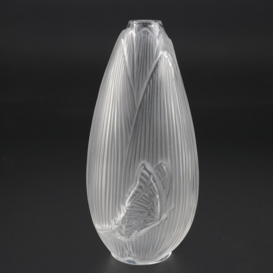 "Lalique ""Coeur de Fleur"" Frosted Crystal Vase"