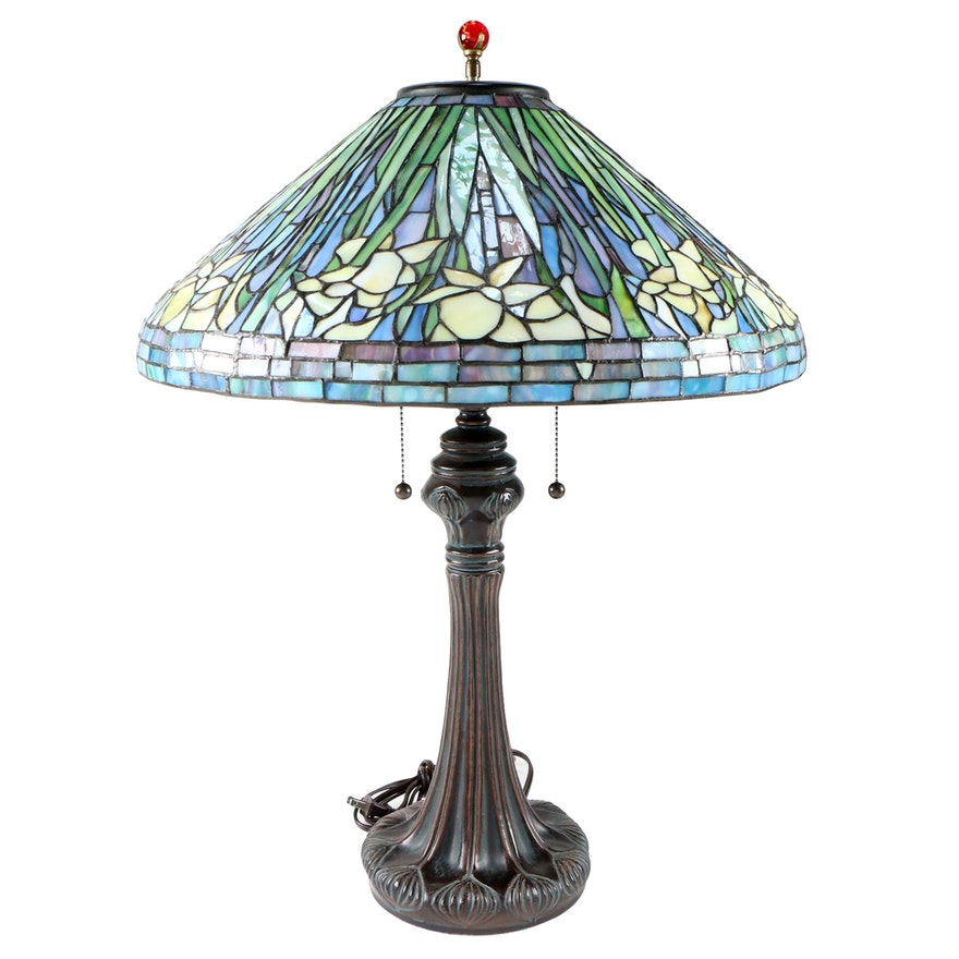 Tiffany Style Stained Glass Lily Motif Table Lamp with Metal Base