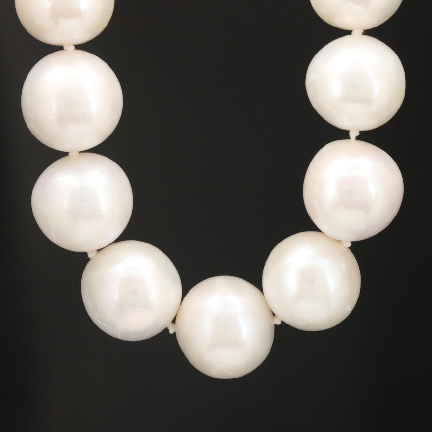 Pearl Graduated Necklace with 18K Yellow Gold Clasp