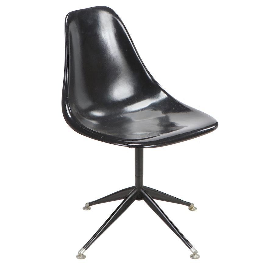 Mid Century Modern Fiberglass Shell Chair, Mid-20th Century
