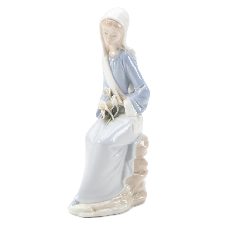 "Lladró ""Sitting Girl with Lilies"" Porcelain Figurine, Late 20th Century"