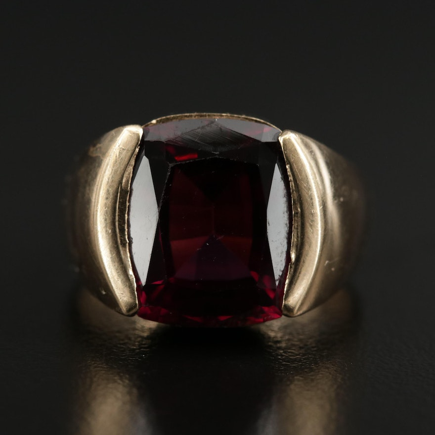 Vintage 14K Yellow Gold Garnet Ring