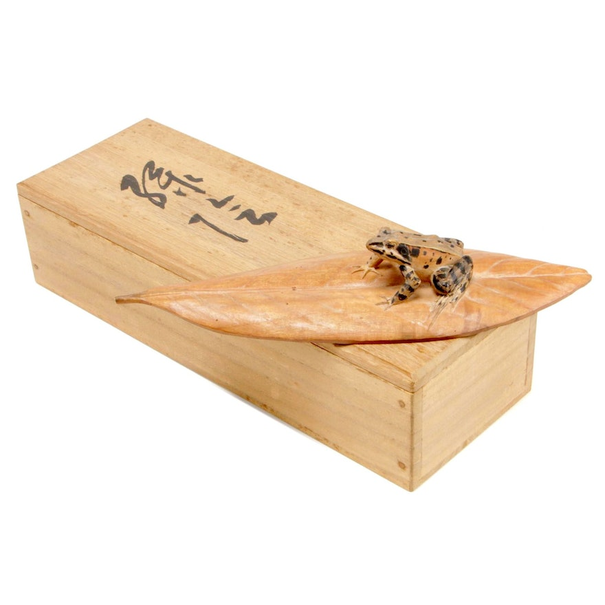 Wooden Box with Frog os Sasa Leaf Figure