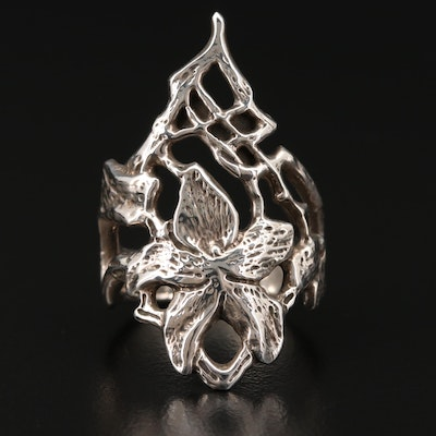 Sterling Silver Ring Featuring Foliate Motif
