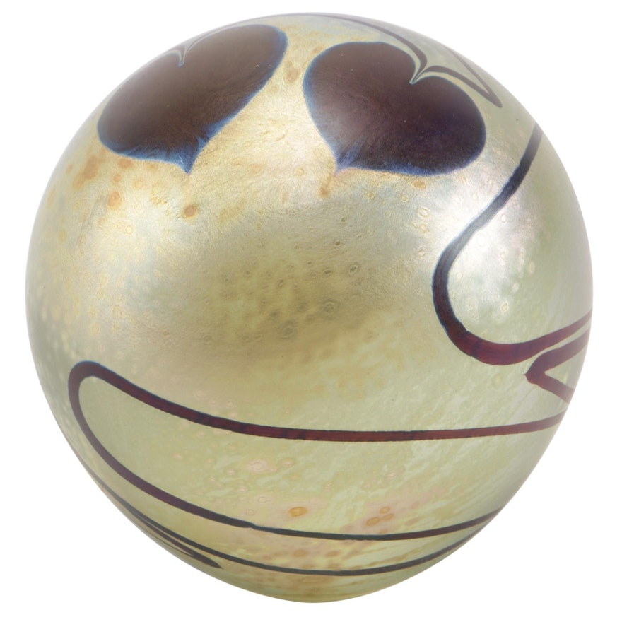 """Robert Eickholt Iridescent """"Hearts on Vine"""" Art Glass Paperweight, 1991"""