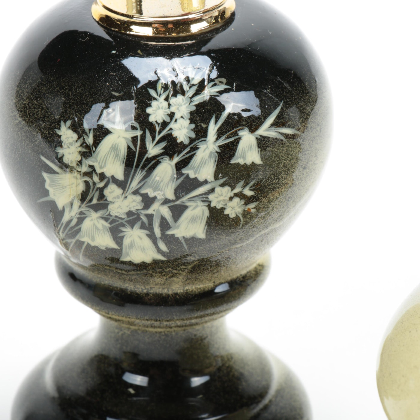 BEAUTIFUL COLLECTIBLE PERFUME BOTTLE WITH FROSTED GLASS