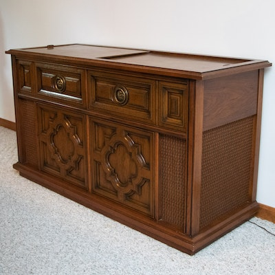 Magnavox Stereo Console in Pecan Cabinet