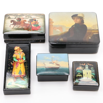 Soviet Russian Lacquered Papier-Mâché Boxes and Plaque, Mid to Late 20th Century