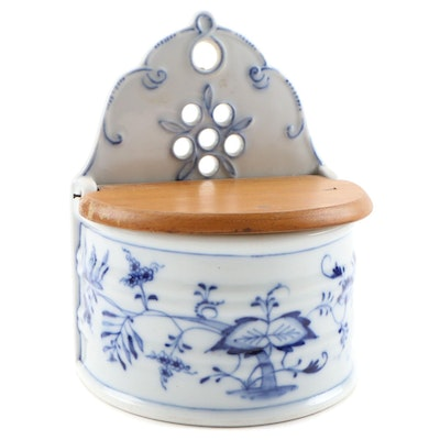 "Thun Karlovarský ""Blue Onion"" Porcelain Salt Box, Early to Mid 20th Century"