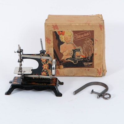 German Casige Toy Sewing Machine, Early to Mid-20th Century