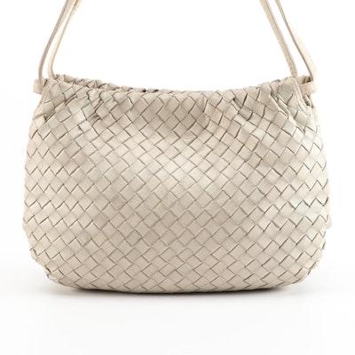 Bottega Veneta Bucket Bag in Beige Intrecciato Woven Leather