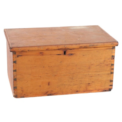 Dovetail Corner Wood Chest