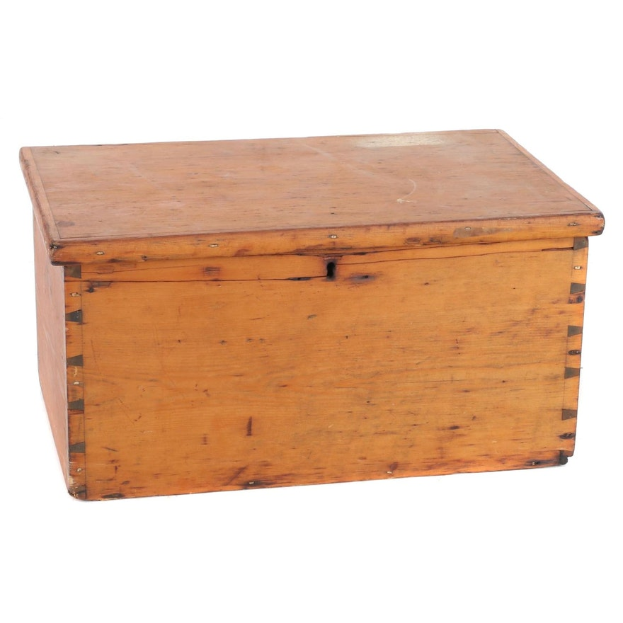 Dovetail Corner Wood Chest