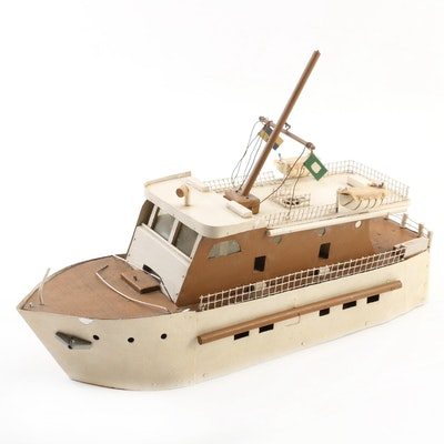 Bench Made Wooden Cabin Cruiser Model, Mid-20th Century