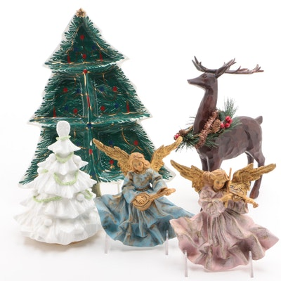 Christmas-Themed Wall and Table Decor