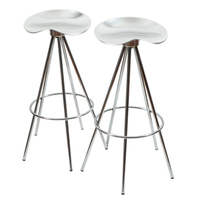 "Pair of Pepe Cortés for Amat ""Jamaica"" Aluminum Saddle-Form Barstools"