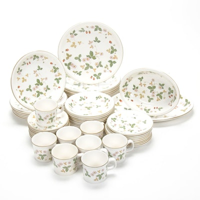 "Wedgwood ""Wild Strawberry"" Oven-to-Table Dinnerware"