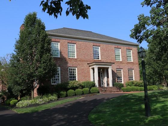 New Albany, OH: Antiques & Fine Furnishings