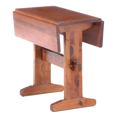 Deming Craftsmen of Connecticut Pine Drop-Leaf Side Table, Mid-20th Century