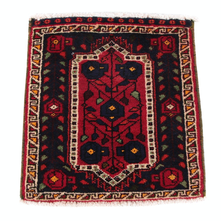 1'11 x 2'2 Hand-Knotted Persian Floral Wool Floor Mat