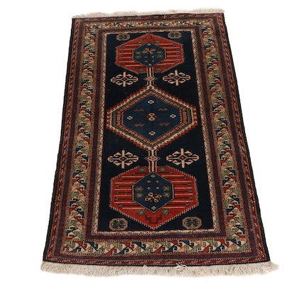 4'5 x 7'25 Hand-Knotted Persian Shiraz Rug