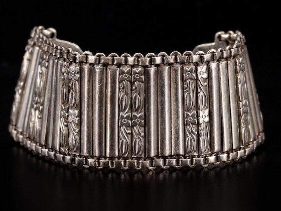 Décor & Vintage Jewelry