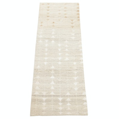 2'6 x 7' Hand-Knotted Indo Turkish Oushak Carpet Runner, 2000s