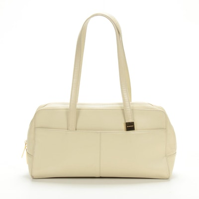 Burberry Shoulder Bag in Ivory Pebbled Leather