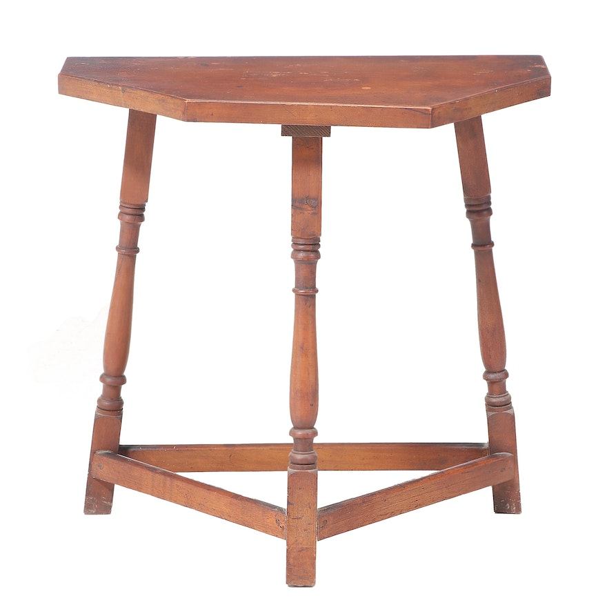 George P. Reinhard Co. Queen Anne Style Walnut-Stained Side Table, 20th Century