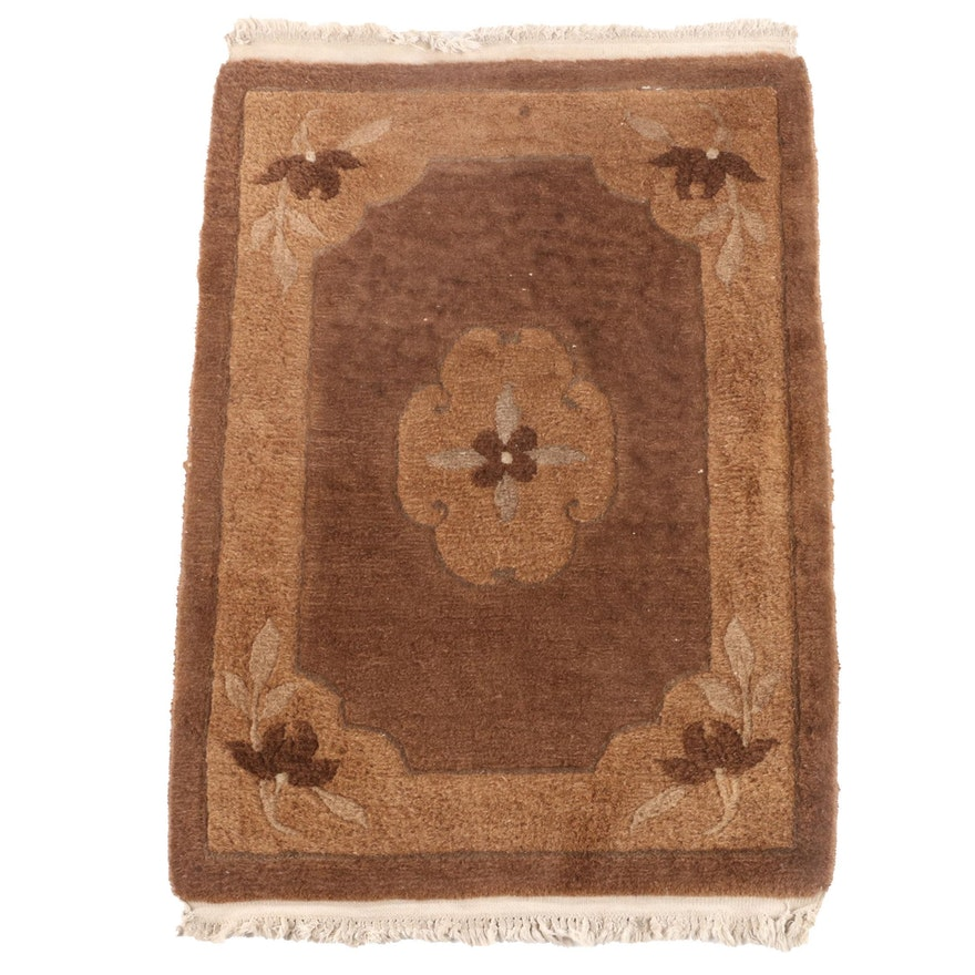 2'1 x 3'4 Chinese Hand-Knotted Floral Wool Rug