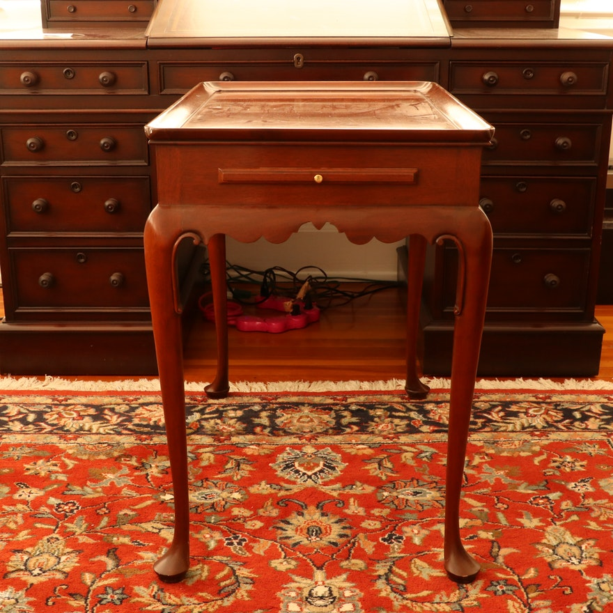 """Baker """"Colonial Williamsburg"""" Queen Anne Style Mahogany Tea Table"""