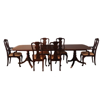 Henredon Duncan Phyfe Style Mahogany Table with Leaves, and Fiddle Back Chairs