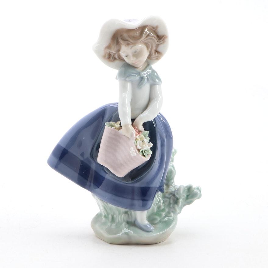 """Lladró """"Pretty Pickings"""" Porcelain Figurine Designed by José Puche"""