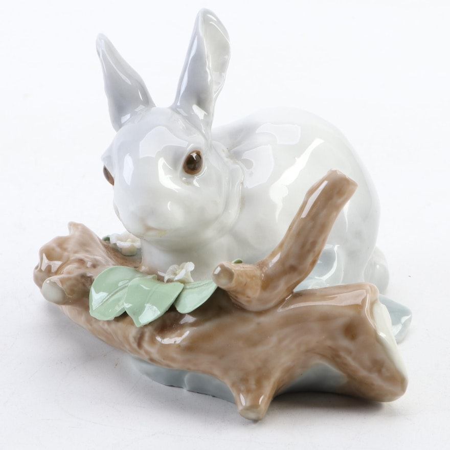 "Lladró ""Rabbit Eating (Grey)"" Porcelain Figurine Designed by Fulgencio García"