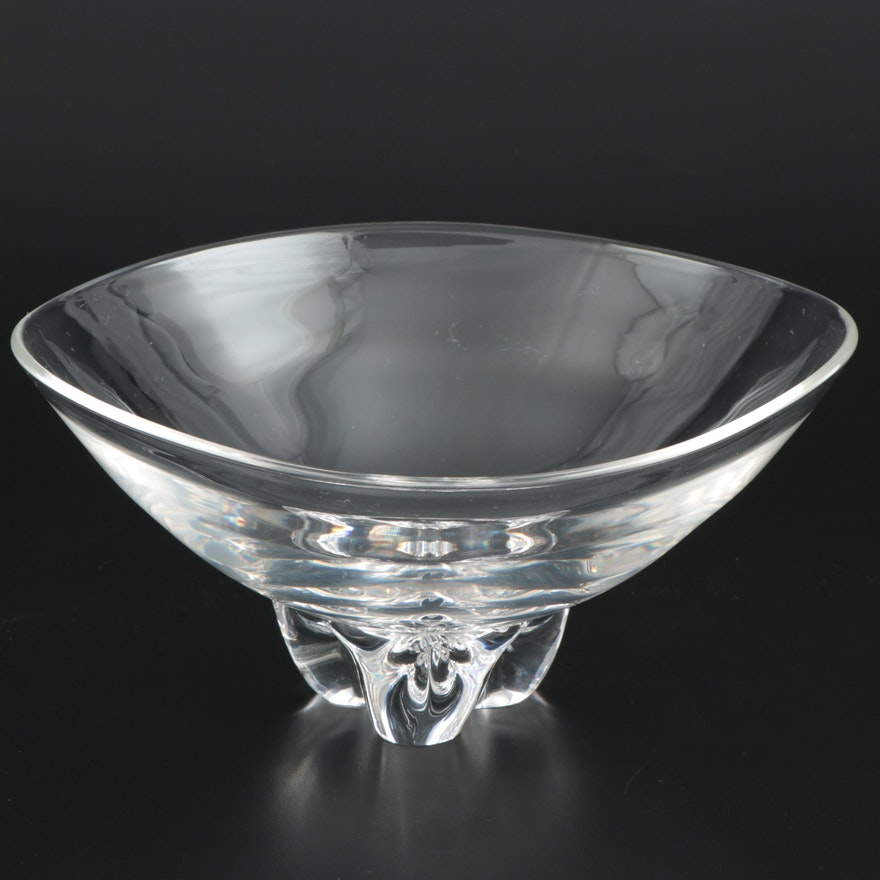 "Steuben Art Glass ""Trillium"" Bowl Designed by Donald Pollard, Mid-20th Century"