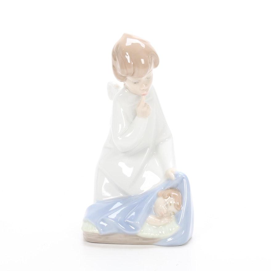"""Lladró Porcelain """"Angel with Baby"""" Porcelain Figurine Designed by Juan Huerta"""