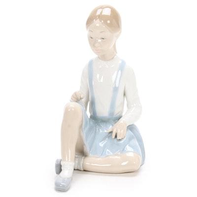 """Lladró """"Girl with Flower"""" Porcelain Figurine Designed by Vincente Martinez"""