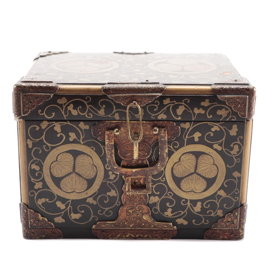 Japanese Lacquer Wood Box with Tokugawa Clan Crest, 19th Century