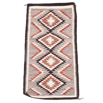 2'5 x 4'8 Handwoven Southwestern Style Wool Rug