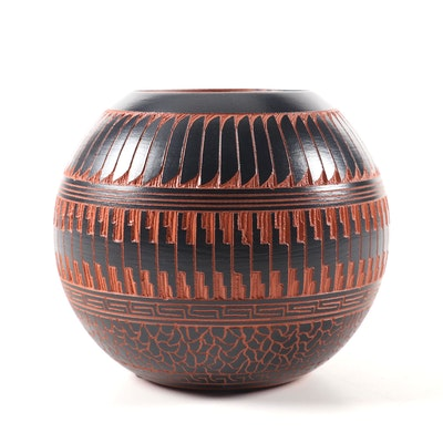 William Yazzie Etched Feather Navajo Pottery Vessel