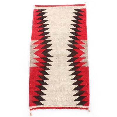 1'8 x 3'2 Handwoven Navajo Transitional Wool Rug