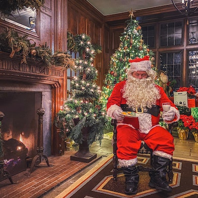 Granville Christmas Overnight and Walking Tour Package